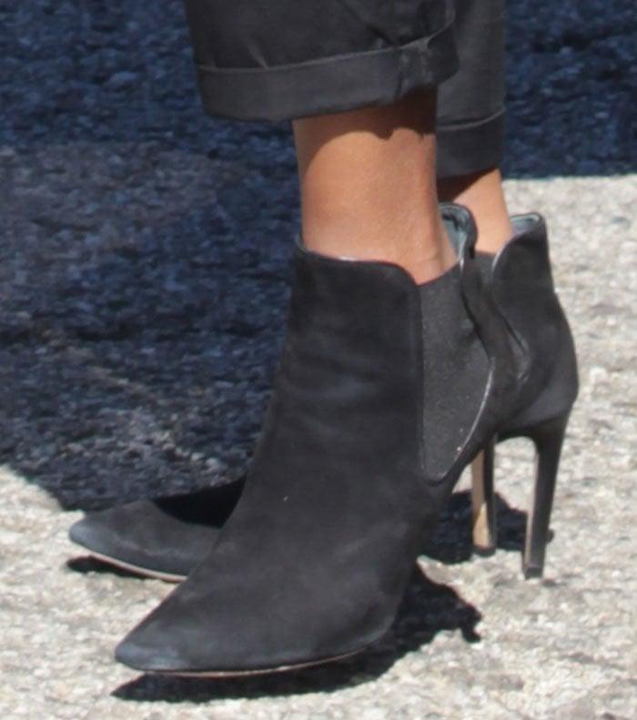 Kerry-Washington-black-suede-elasticized-ankle-boots
