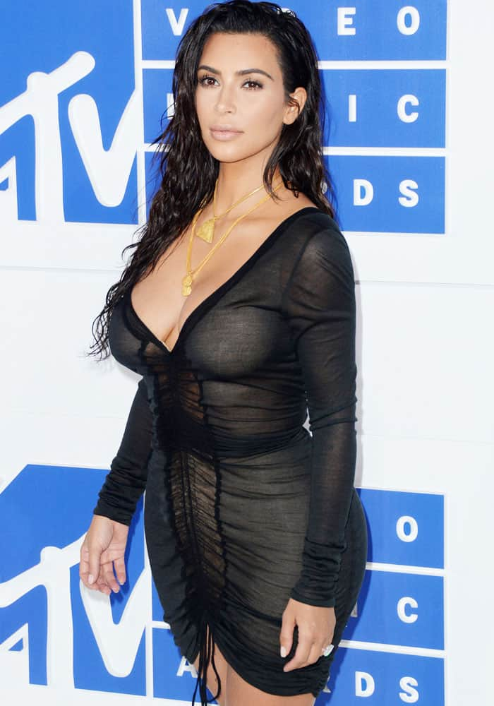 Kim showed up on the red carpet in her dark sexy but dressed up outfit (which she allowed her Twitter followers to choose for her) for the 2016 MTV Video Music Awards