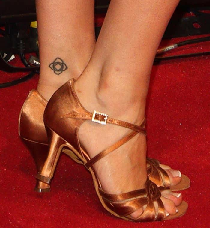Laura-Whitmore-bronze-metallic-sandals