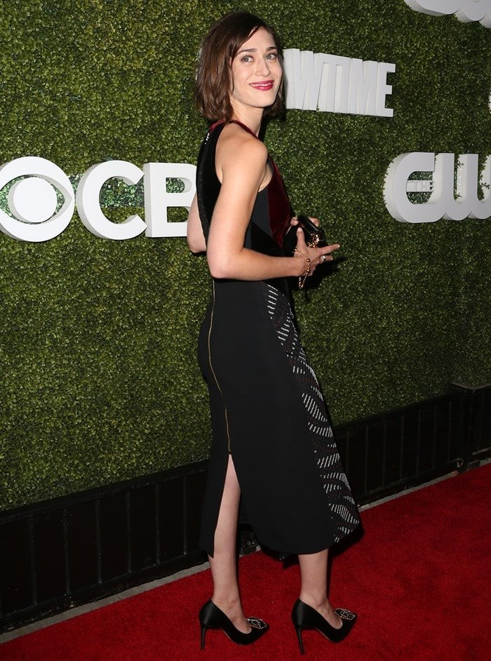Lizzy Caplan wearing a dress from the Roland Mouret Fall 2016 Collection