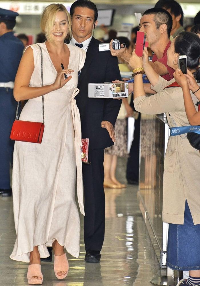 Margot Robbie LAX Narita Mansur Gavriel 4