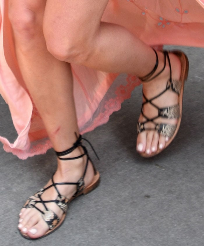 Margot-Robbie-snake-flat-lace-up-sandals