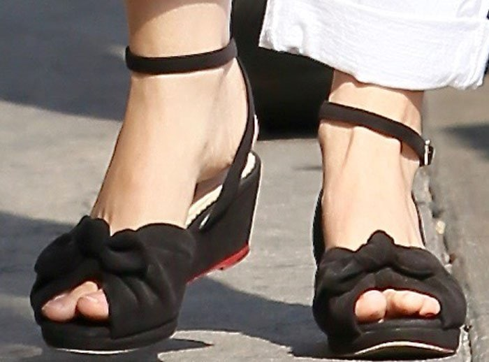 Natalie Portman Jimmy Kimmel Charlotte Olympia 2