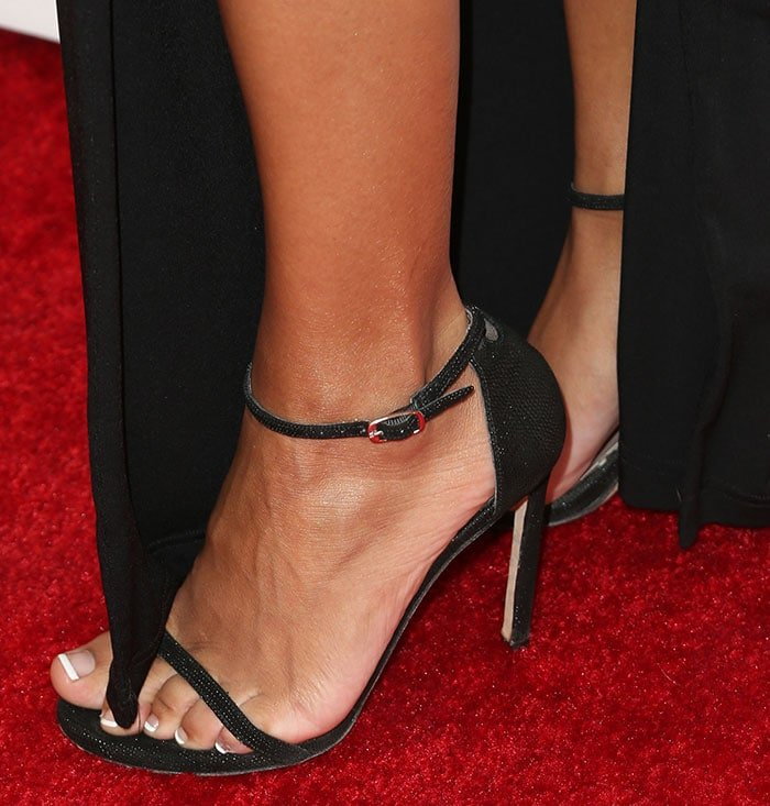 Naya-Rivera-Stuart-Weitzman-Nudist-sandals