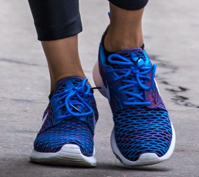 Olivia-Palermo-Nike-Roshe-One-Flyknit-Shoes