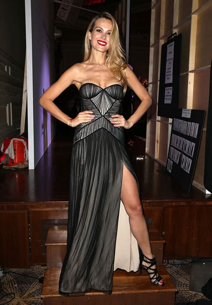 Petra-Nemcova-cleavage-legs-BCBG-Max-Azria-black-gown