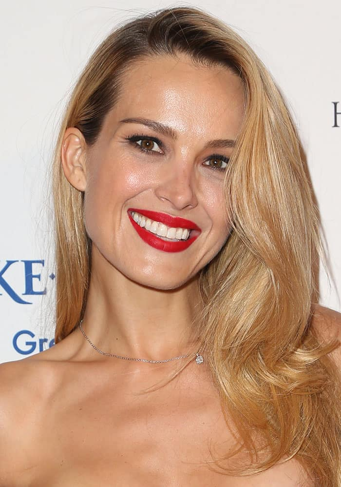 Petra-Nemcova-side-parted-hair-red-lipstick