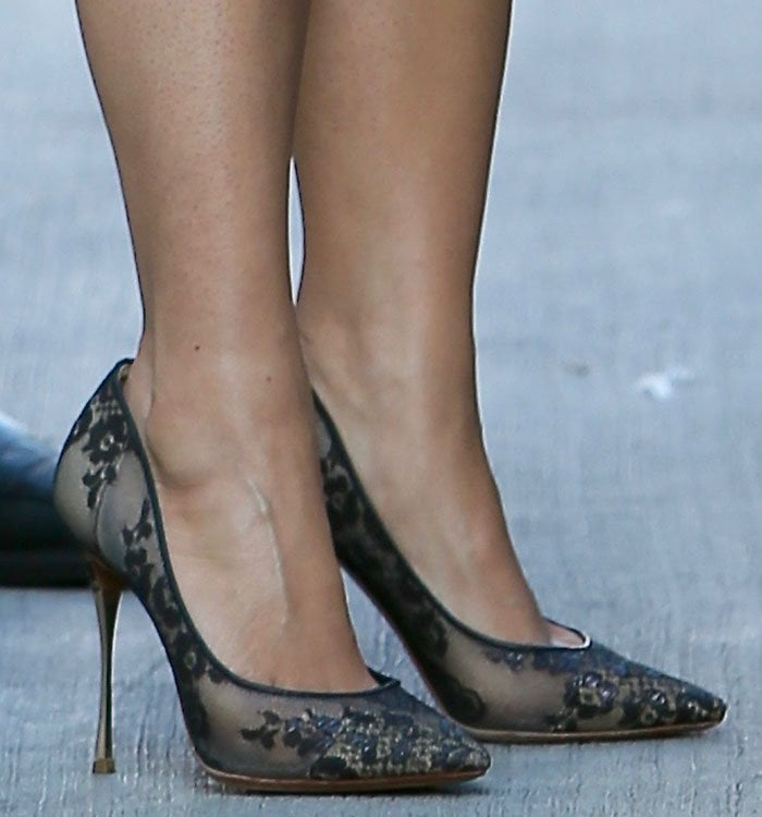 Salma-Hayek-Nicholas-Kirkwood-lace-pumps
