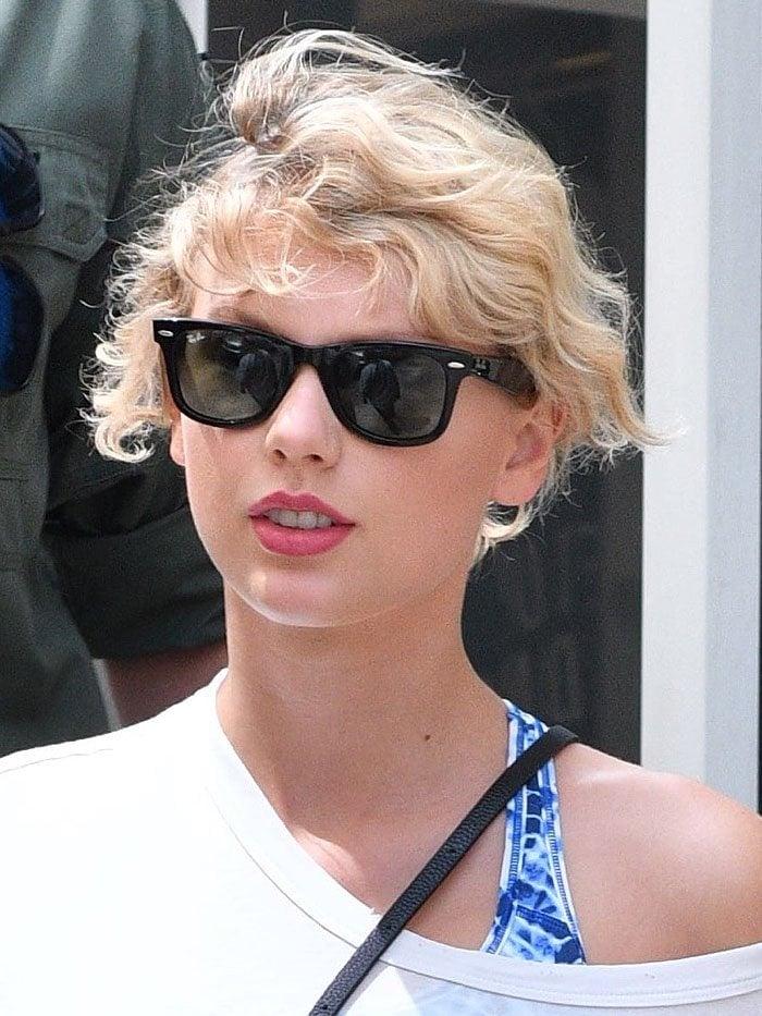 Taylor Swift gym blue Nike sneakers