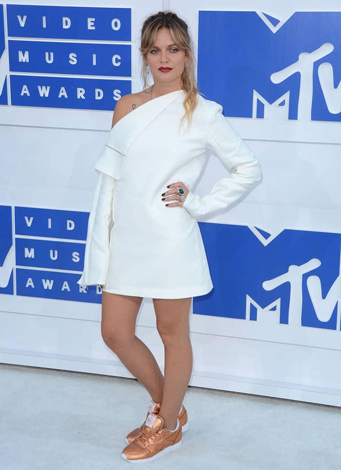 Tove-Lo-2016-MTV-Video-Music-Awards