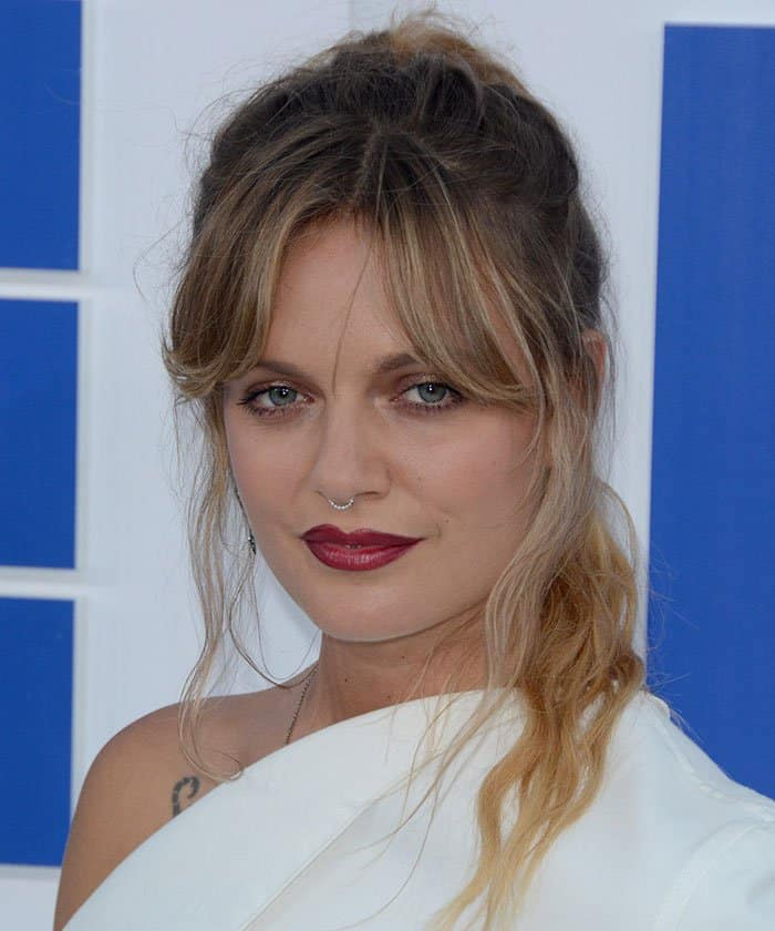 Tove-Lo-red-lipstick-messy-ponytail