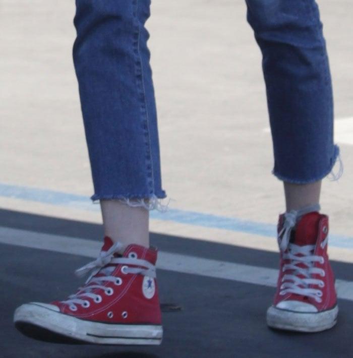 emma-roberts-converse-sneakers