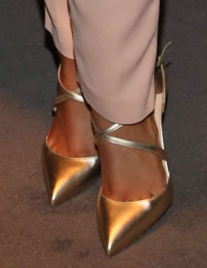 Alicia Keys shows off her feet in Christian Louboutin pumps
