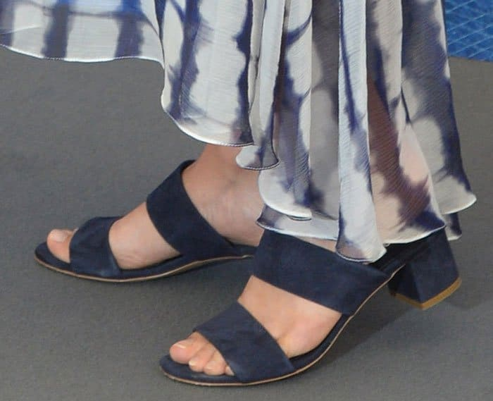 Alicia Vikander shows off her feet in Mansur Gavriel sandals