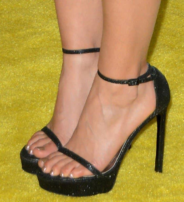 america-ferrera-stuart-weitzman-nudist-platform-sandals
