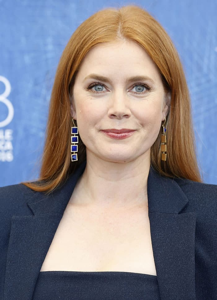 Amy Adams styled the sophisticated look with Jennifer Meyer drop earrings