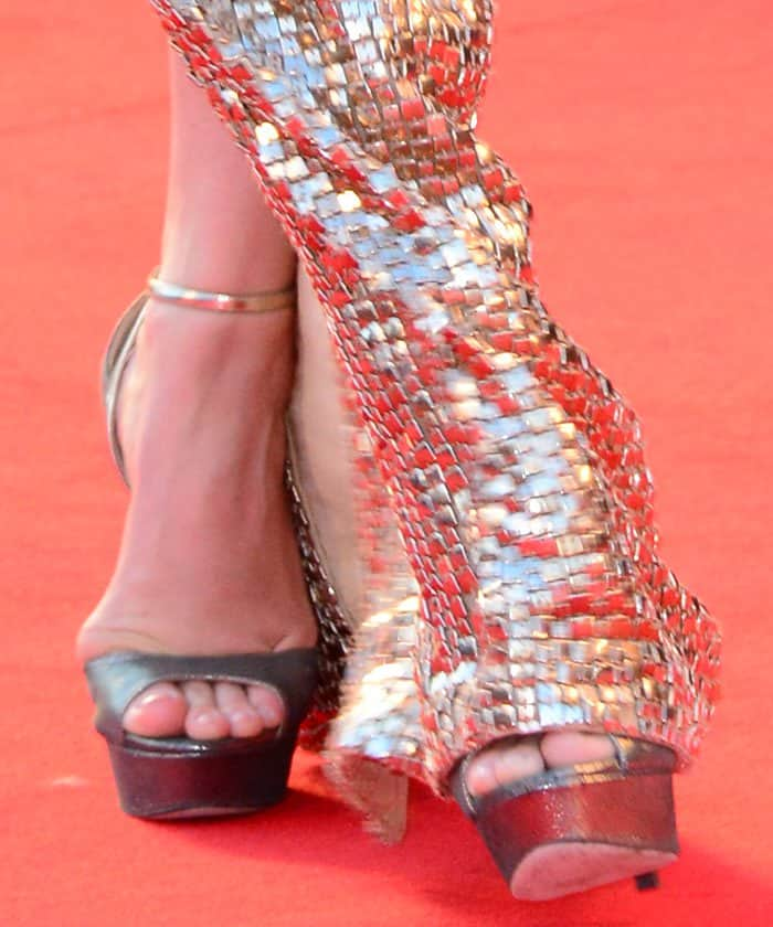 Amy Adams showing toe cleavage in Jimmy Choo sandals