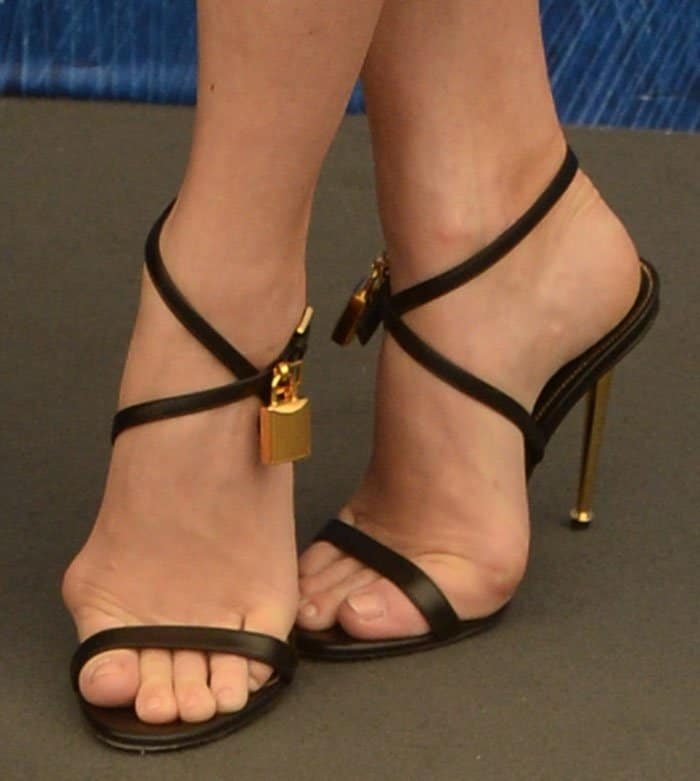 Amy Adams exposing her feet in Tom Ford sandals