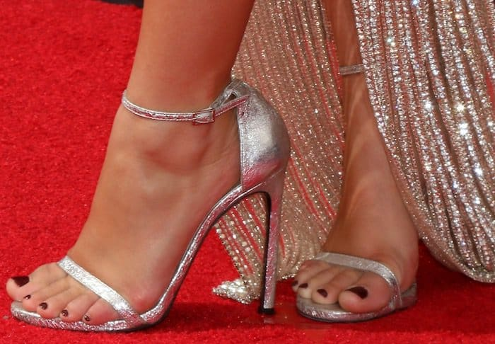 ariel-winter-68th-emmys-shoes2