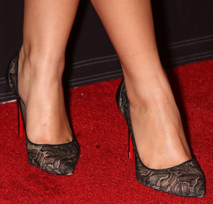 Ariel Winter shows off her sexy feet in Christian Louboutin pumps