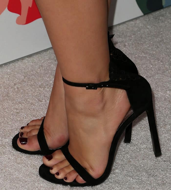 Ariel winter feet