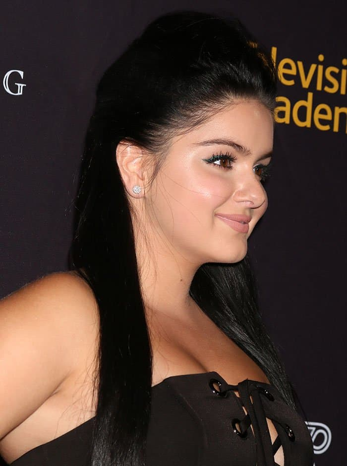 Ariel Winter's cleavage-baring, strapless dress