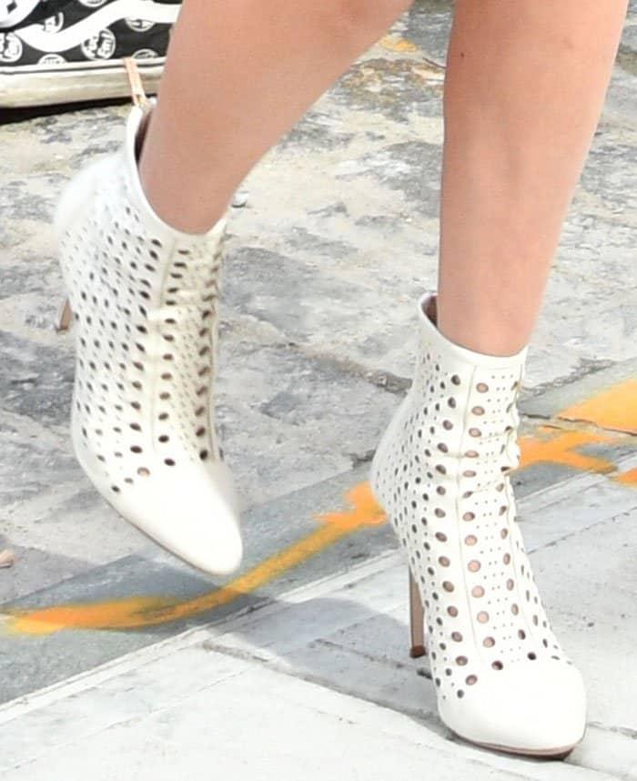 bella-hadid-tamara-mellon-crossline-white-boots