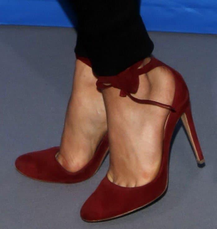 chloe-grace-moretz-gianvito-rossi-carla-red-suede-pumps