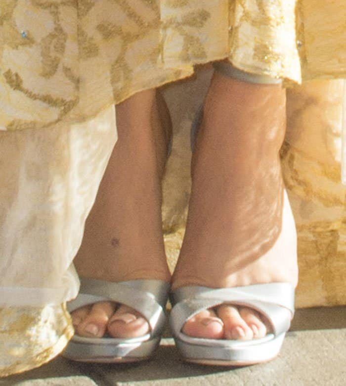 chloe-moretz-crisscross-satin-platform-sandals