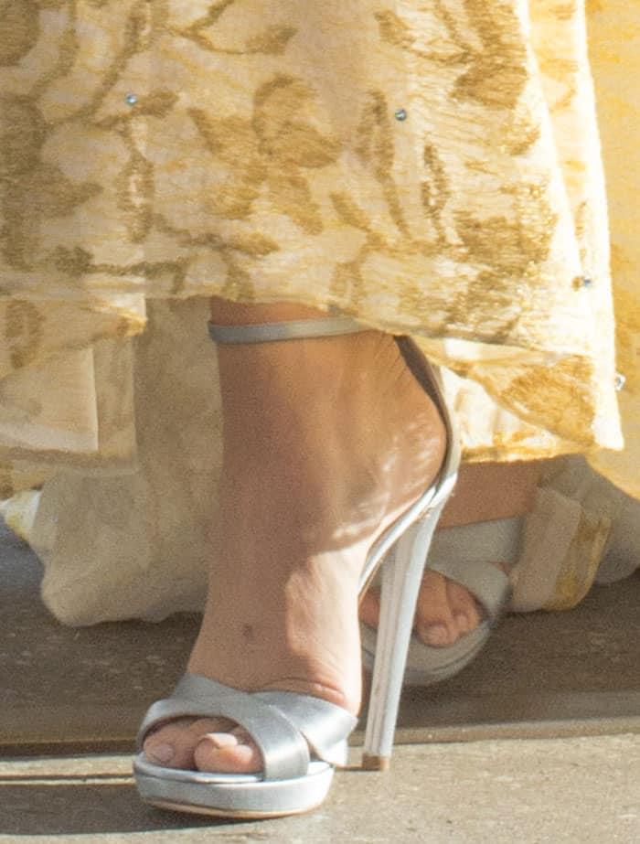 chloe-moretz-icy-blue-paltform-sandals