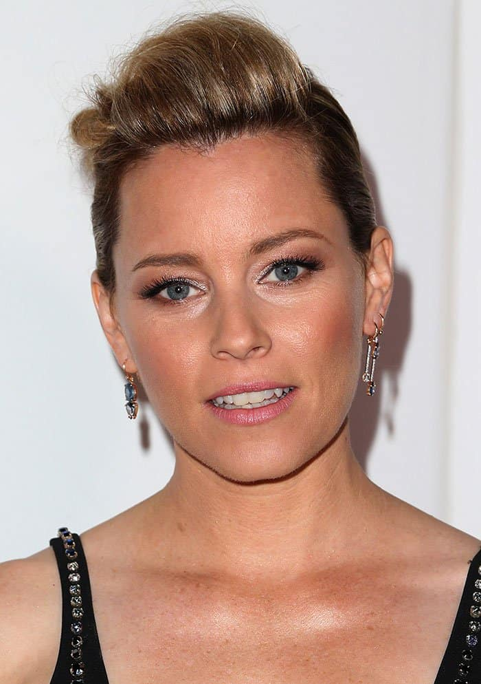 elizabeth-banks-edgy-slicked-back-hair-glittery-eyeshadow