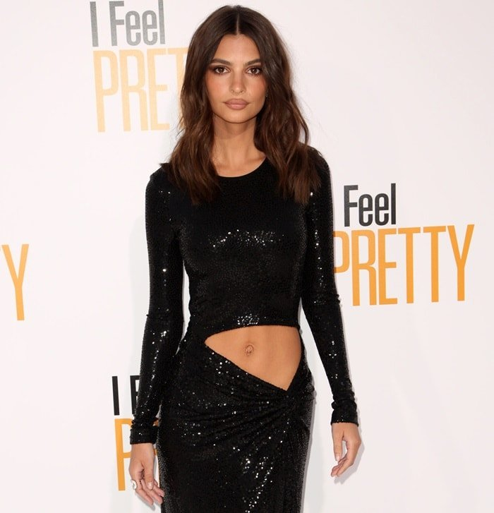 Emily Ratajkowski bared her belly button on the red carpet at the premiere of her new movie 'I Feel Pretty'