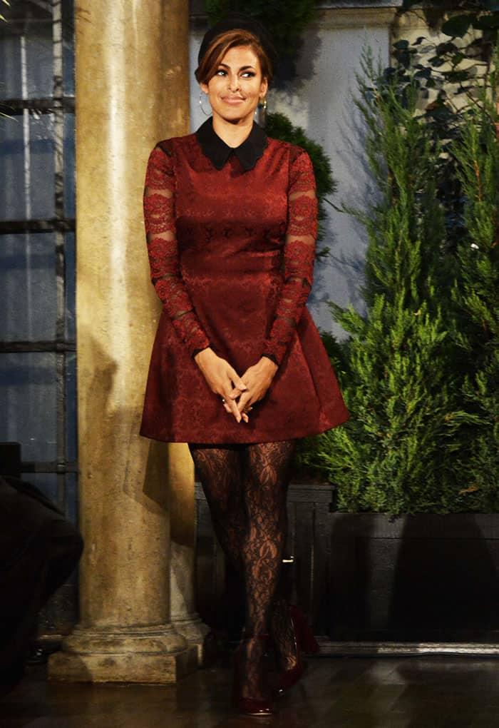 eva-mendes-new-york-company-fashion-show
