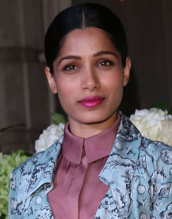 freida-pinto-pink-lipstick-center-parted-hair
