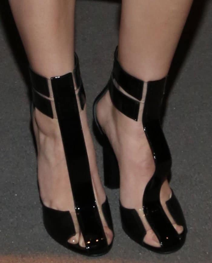 Hailee Steinfeld in Tom Ford sandals