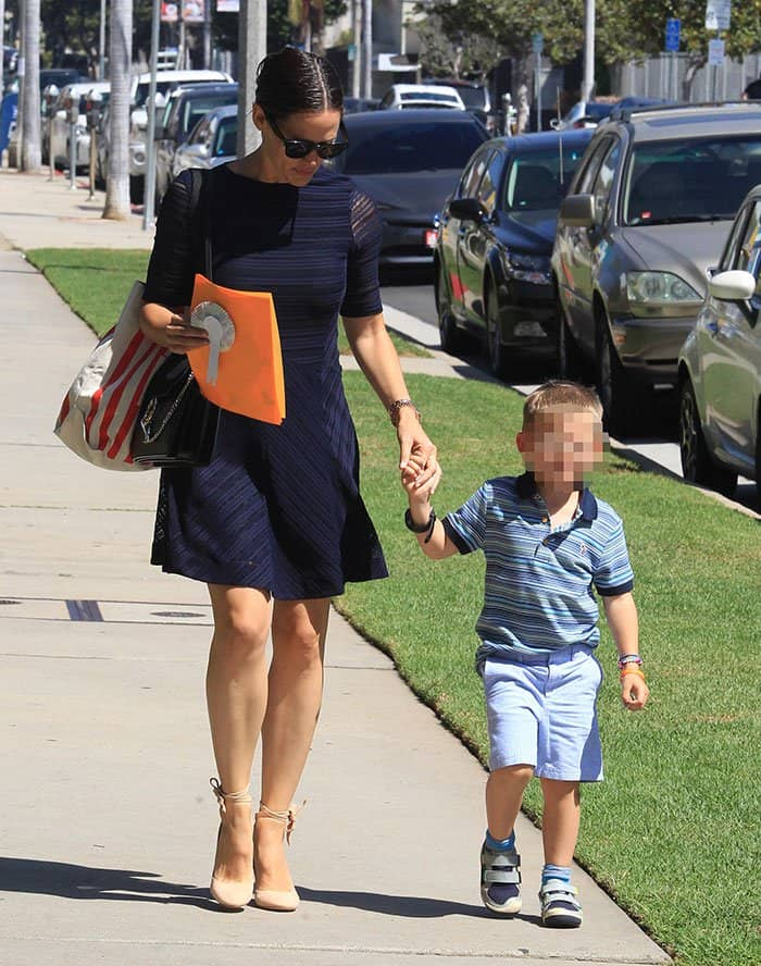 Jennifer Garner taking her children to church in Pacific Palisades, Los Angeles, California on September 11, 2016
