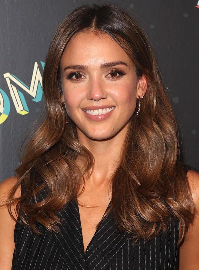Jessica Alba glammed up the rather low-key look with minimal gold-toned accessories