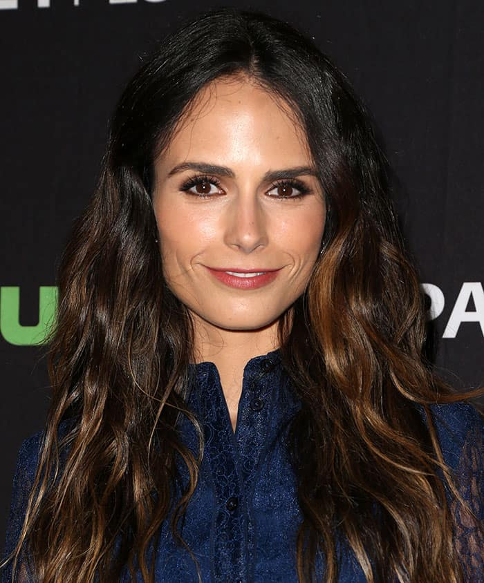 jordana-brewster-loose-waves-red-lipstick