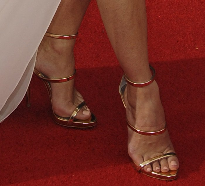 keri-russell-68th-emmys-shoes