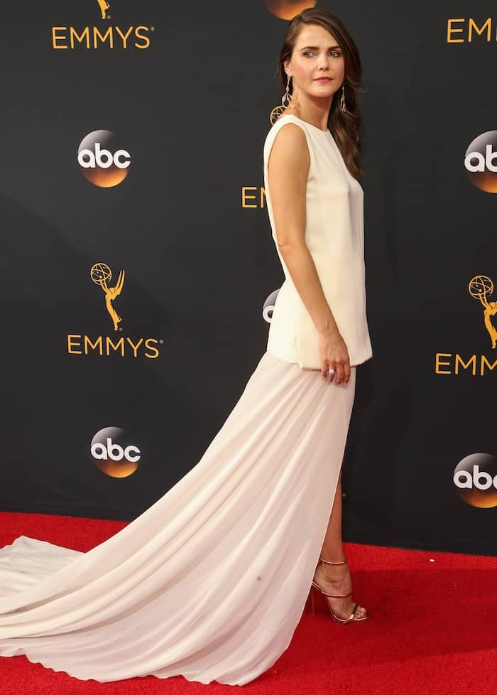 keri-russell-68th-emmys3