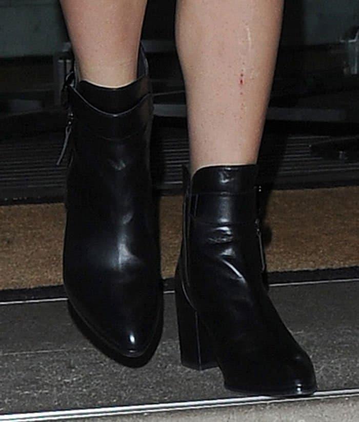 lady-gaga-black-boots