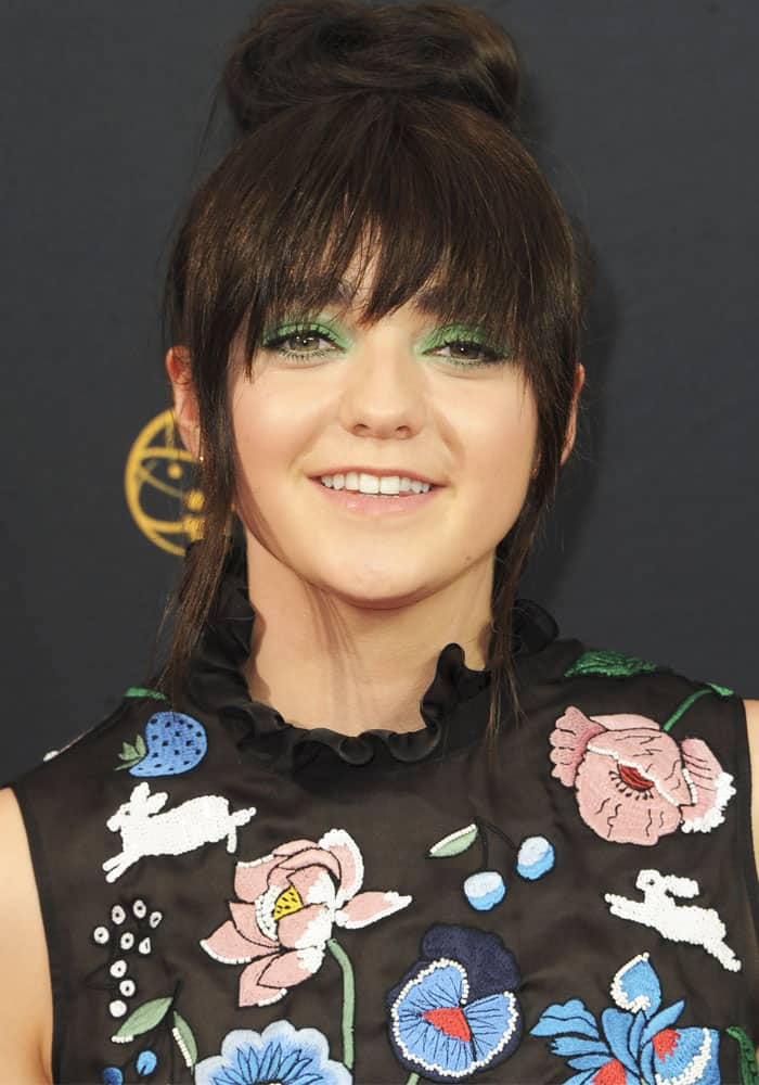 Maisie Williams' ridiculously green eyeshadow at the 68th Emmy Awards