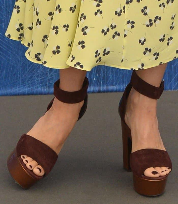 Naomi-Watts-Nicholas-Kirkwood-platform-sandals-1