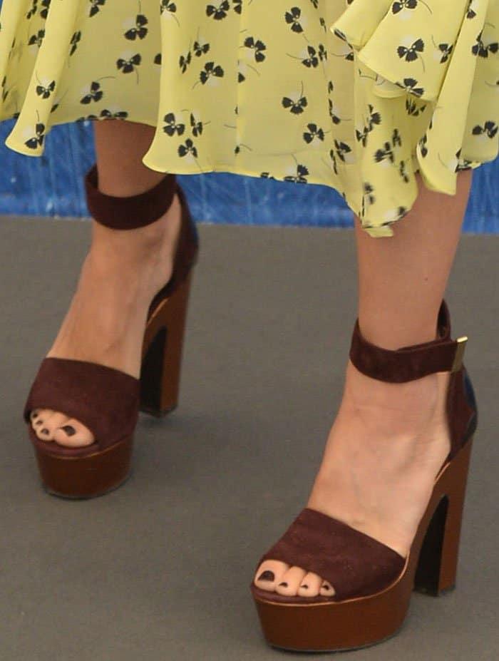 Naomi-Watts-Nicholas-Kirkwood-platform-sandals
