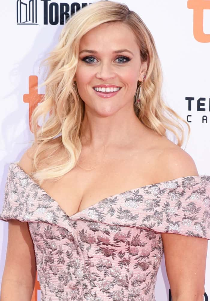 reese-witherspoon-tiff-sing-christian-louboutin-1