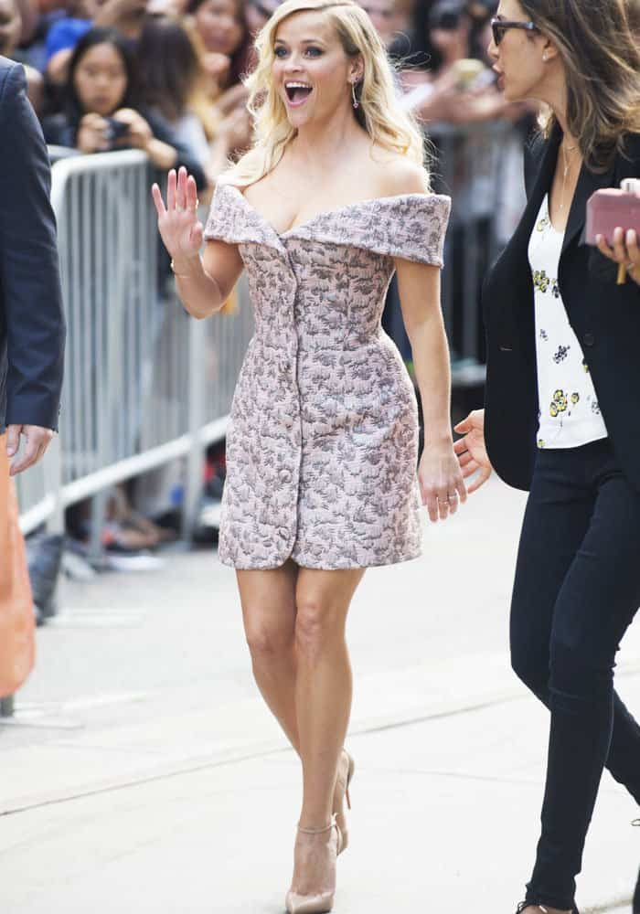 reese-witherspoon-tiff-sing-christian-louboutin-4