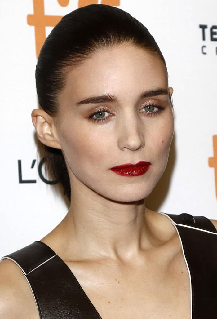rooney-mara-neat-ponytail-red-lipstick