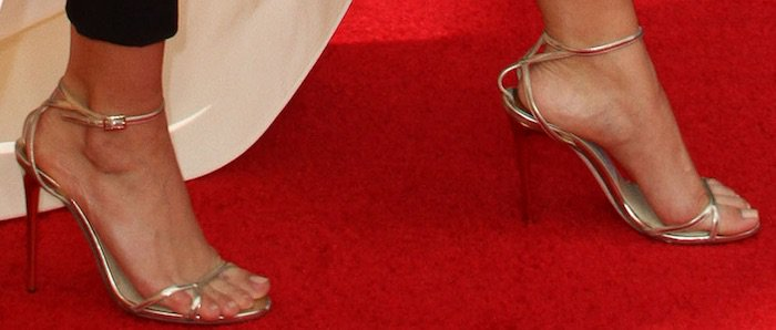 sarah-hyland-68th-emmys-shoes