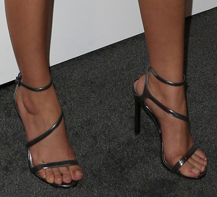 sarah-hyland-stuart-weitzman-sultry-gunmetal-sandals