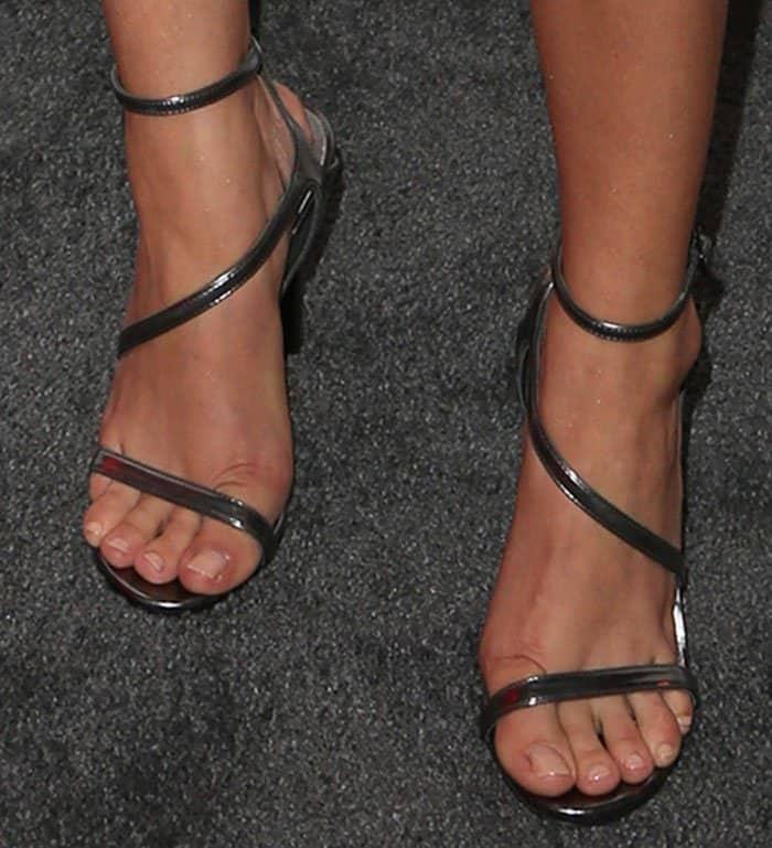 sarah-hyland-stuart-weitzman-sultry-sandals